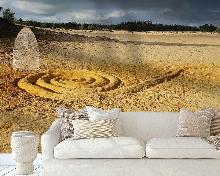 Sfeerimpressie behang: gouden spiraal van Mies Heerma
