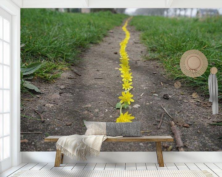 Sfeerimpressie behang: Gele lijn van Mies Heerma