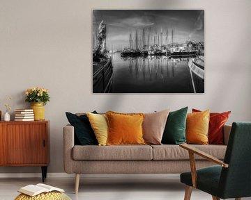 Die alten Fischerboote im Hafen von Mart Houtman