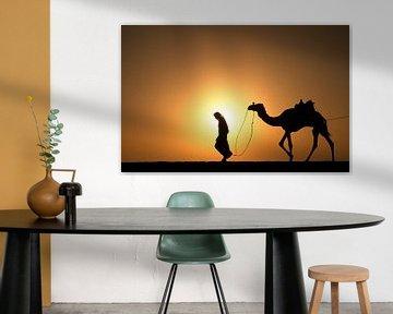 Sahara woestijn. Bedoeien met kameel van Frans Lemmens