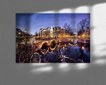 Dämmerungsfoto der Grachten von Amsterdam von Frans Lemmens