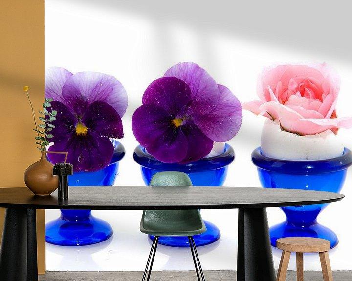 Sfeerimpressie behang: Eierdopjes met bloemen van Ivonne Wierink