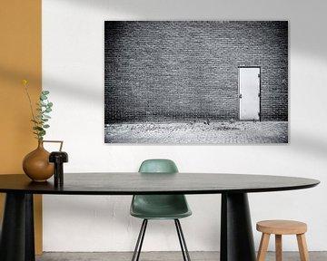 One door von Ruud van Ravenswaaij