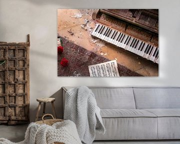 Verlaten Piano met Bloemen.
