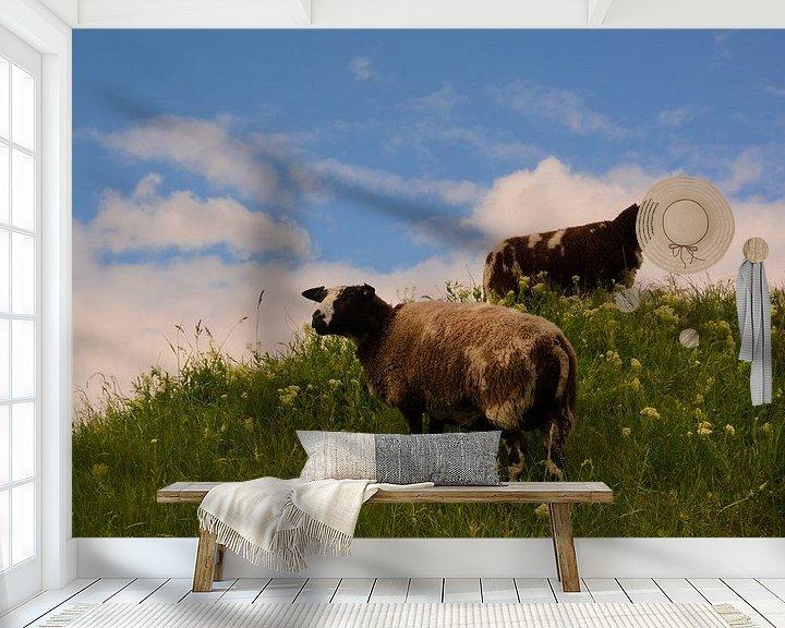 Sfeerimpressie behang: Schapen op de dijk van Arjan Aarnoudse