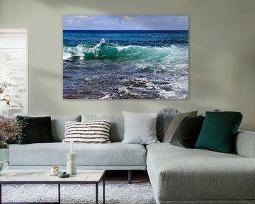 Türkisblaue Wasserwelle im indischen Ozean auf den Seychellen von MPfoto71