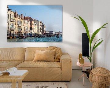 Blick auf den Canal Grande mit Gondeln in Venedig von Rico Ködder