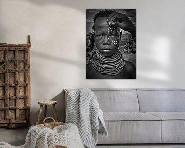 Malerei das Gesicht eines karo Stamm Mädchen (Omo-Tal-Äthiopien), Joxe Inazio Kuesta von 1x