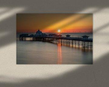 De pier in Llandudno tijdens zonsopkomst (Wales, Engeland) van Anges van der Logt