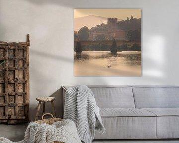 Morgenlicht über dem Arno in Florenz, Italien