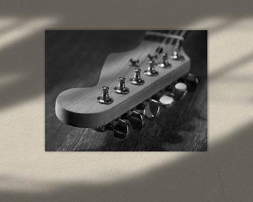 Stimmanweisungen einer E-Gitarre in Nahaufnahme von Robin Jongerden