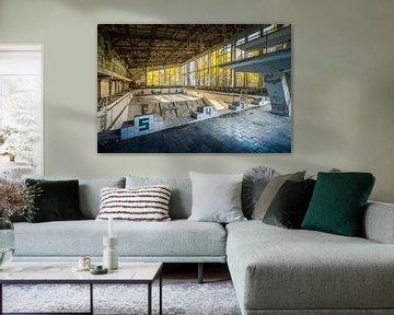 """Schwimmbad """"Lazúrnyj"""" oder Azurblau in Pripjat in der Nähe von Tschernobyl von Karl Smits"""