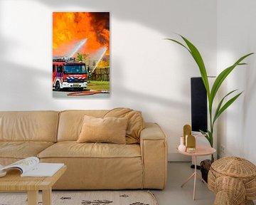 Brandweerauto voor een vlammenzee van Sjoerd van der Wal