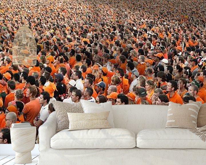 Beispiel fototapete: Panorama von Menschenmengen, die die niederländische Nationalmannschaft auf Videoleinwand beobachten von Frans Lemmens