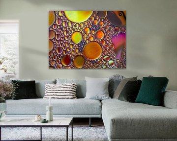 Abstracte Fotografie - Olie op Water in Geel, Oranje van Art By Dominic