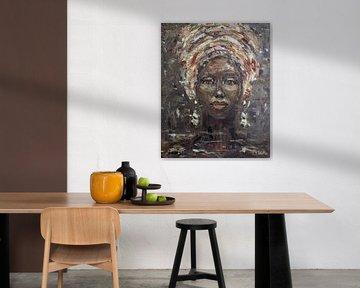 African woman taupe van Mieke Daenen