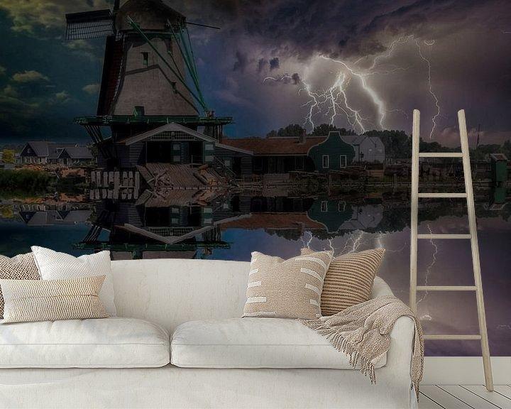 Sfeerimpressie behang: Water Reflection, Zaanse Schans, The Netherlands van Maarten Kost