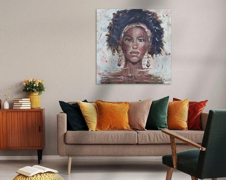 Beispiel: Ein abstraktes Gemälde einer afrikanischen Frau von Mieke Daenen