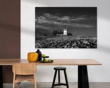 Der historische Leuchtturm von Workum in Schwarz-Weiß von Harrie Muis