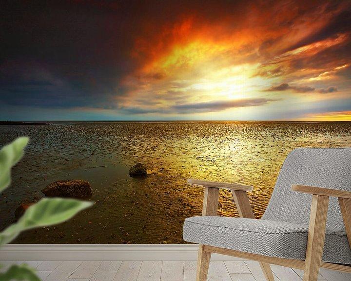 Sfeerimpressie behang: Zonsondergang bij eb in de Waddenzee van Frank Herrmann