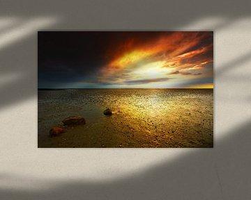 Zonsondergang bij eb in de Waddenzee
