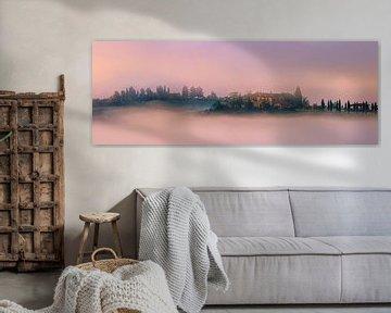 Villa im Nebel, im Val d'Orcia, Toskana, Italien