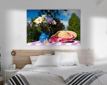 Wilde bloemen en zomerhoed van Ivonne Wierink