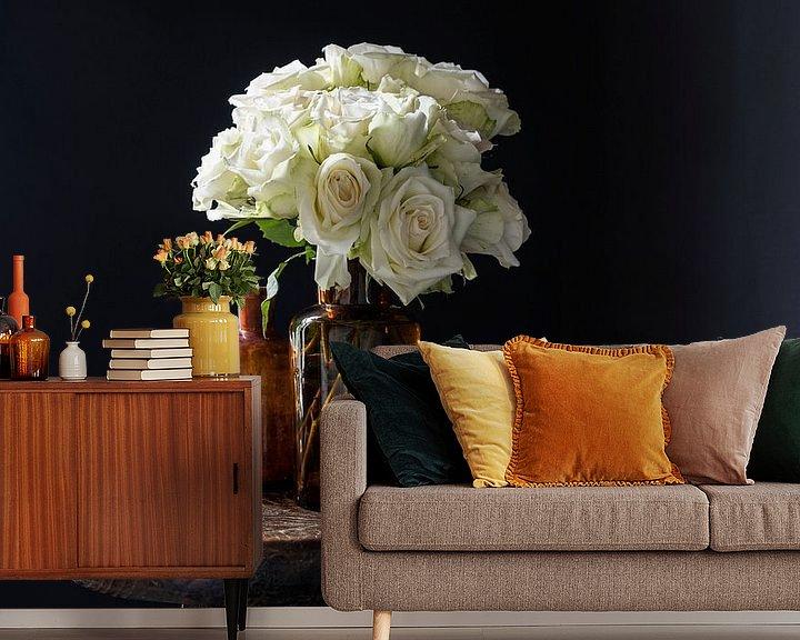 Beispiel fototapete: Stilleben mit weißen Rosen in braunen Flaschen und Zitrone von Affect Fotografie