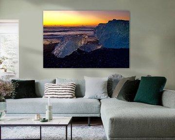 IJsschotsen op Black Diamond Beach IJsland van Merijn Loch