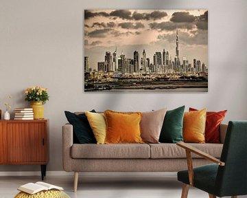 Die Skyline von Dubai mit dem Burj Khalifa, dem höchsten Gebäude der Welt. von Frans Lemmens