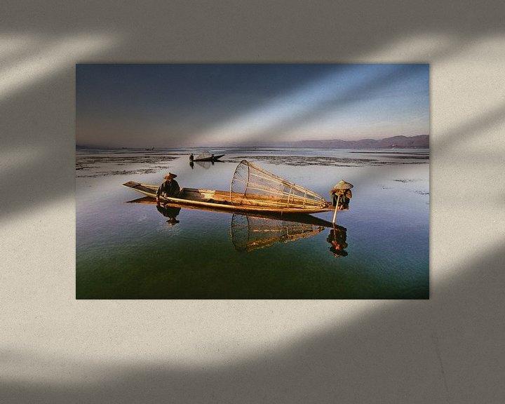 Beispiel: Fischer am Inle-See in Myanmar suchen nach Fisch von Frans Lemmens