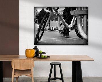 Mann mit Fahrrad von Lysanne Artcrafx