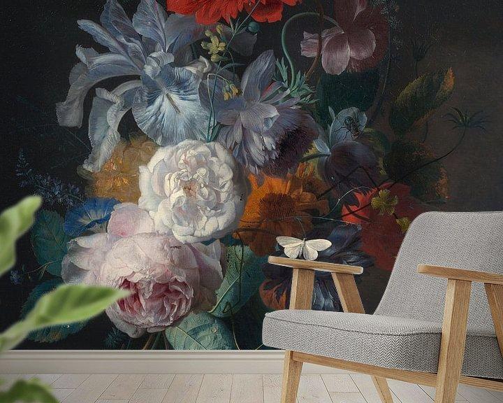 Beispiel fototapete: Blumenstillleben in einer Glasvase mit einem Vogelnest auf einem Steinsockel, Jan van Huijsum