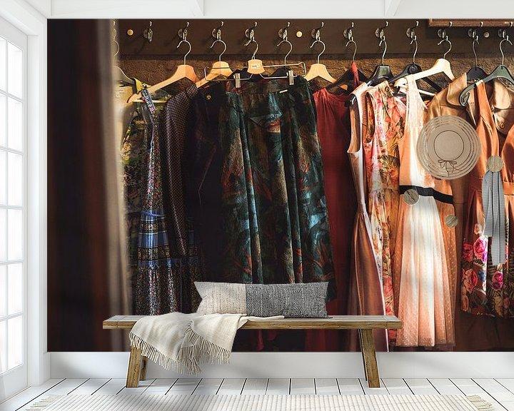 Sfeerimpressie behang: Vintage kledij van Peter Deschepper