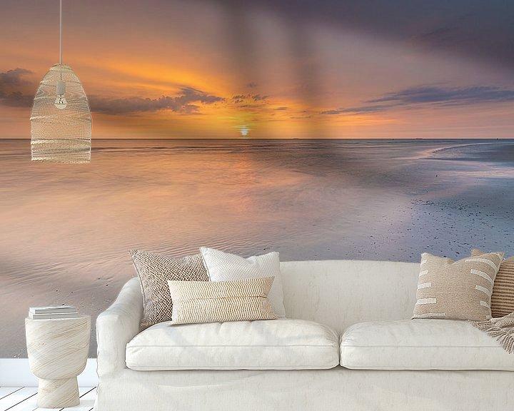 Sfeerimpressie behang: Zonsondergang strand Ameland van Teuni's Dreams of Reality