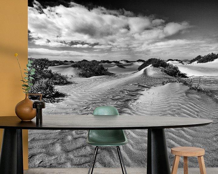 Sfeerimpressie behang: Duinen op het strand van Lanzarote van Jacqueline Lemmens
