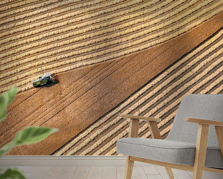 Impression: Photo aérienne d'un agriculteur récoltant du grain à Donderen dans la Drenthe sur Frans Lemmens
