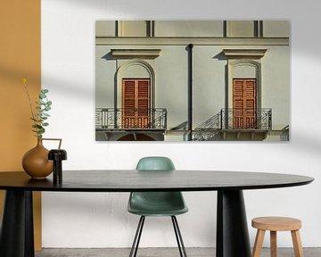 Detailaufnahme einer Fassade mit Balkonen von Ulrike Leone
