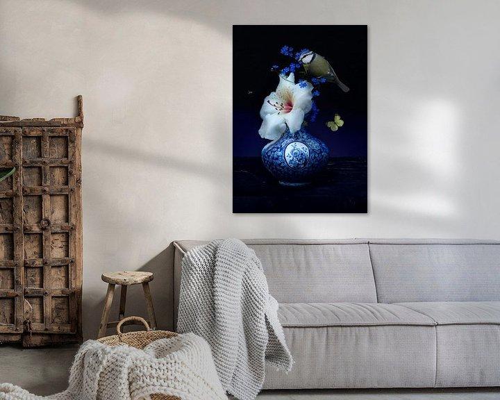 """Sfeerimpressie: """"Royal Respect"""" Bloemstilleven met  Delfst blauwe kunst van Sander Van Laar"""
