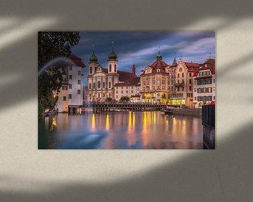 City of Luzern after sunset van Ilya Korzelius