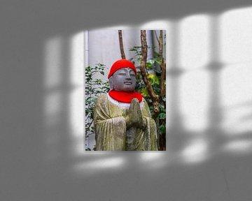 Mönchsstatue mit Hut und Schal. von Joost Potma