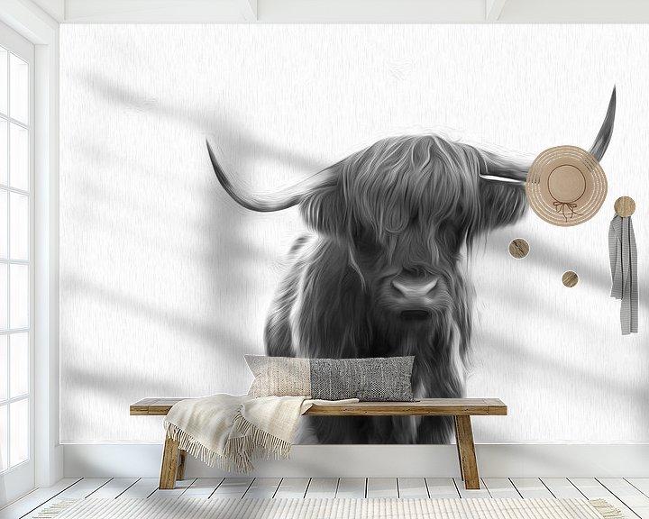 Sfeerimpressie behang: Schotse Hooglander in de sneeuw zwart/wit schilderij van Sander Jacobs