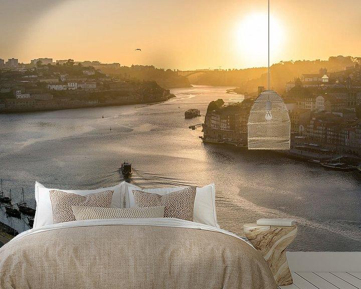 Sfeerimpressie behang: Porto bij zonsondergang. van Joost Potma