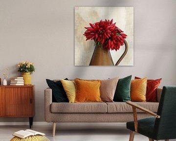 Kupfervase mit Blumenstrauß aus rotem Paprika von Annavee