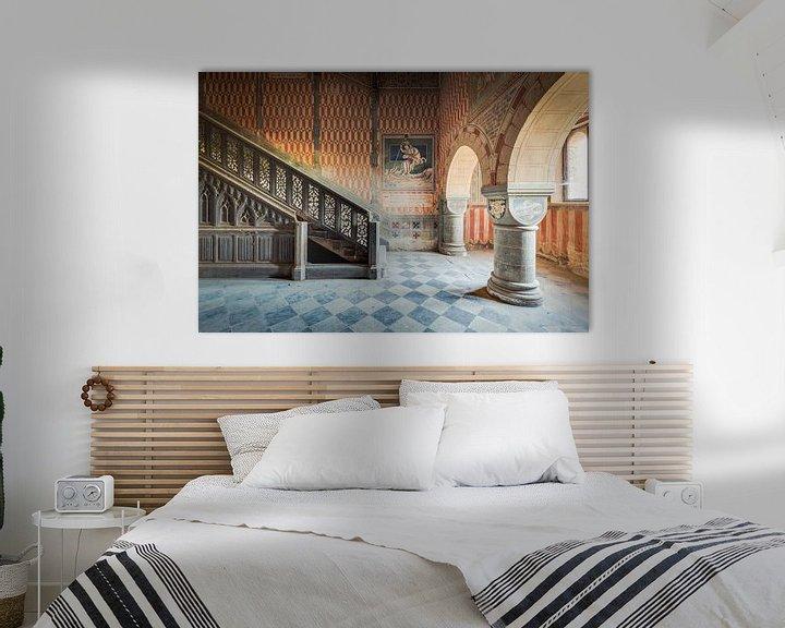 Beispiel: Schlosstreppe mit Gemälden von Perry Wiertz