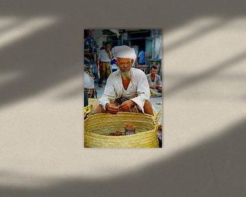 Oude man in Jemen - analoge fotografie! van Tom River Art