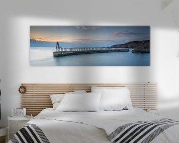 Pier in Whitby  bij zonsondergang van Irma Meijerman
