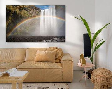 Skogafoss begleitet von einem Regenbogen von Gerry van Roosmalen