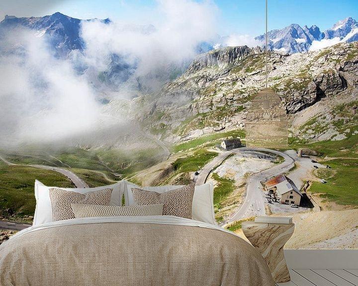 Beispiel fototapete: Der Weg zum Col du Galibier durch die Wolken von Tom van Vark Photography