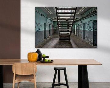 Eine Treppe zwischen den Zellen. von Henk Elshout